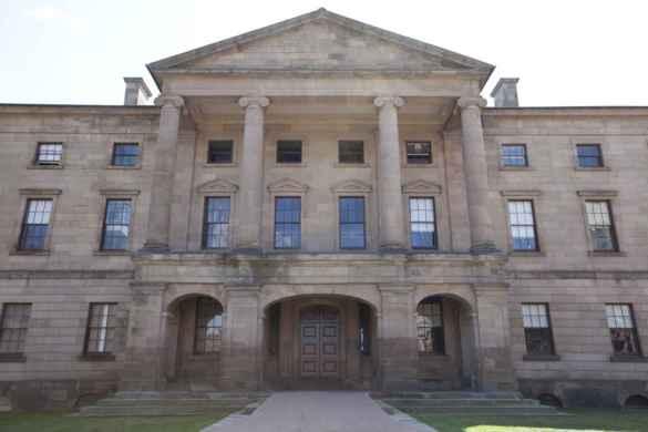 L'édifice de l'Assemblée législative de l'île-du-Prince-Édouard (depuis 1847) où s'est déroulée la conférence de Charlottetown. (Photo: La Voix acadienne)