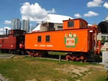 Une caboose au musée ferroviaire du John Street Roundhouse.