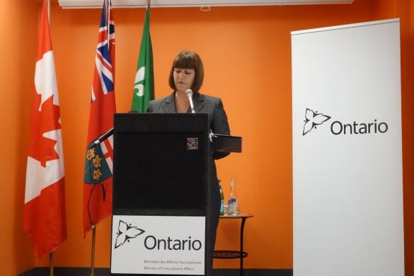 Marie-France Lalonde présente le PAFO dans les locaux d'Oasis Centre des Femmes