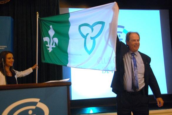 Le président de l'Assemblée de la francophonie de l'Ontario, Carol Jolin, a procédé à une «levée» du drapeau franco-ontarien au Club canadien de Toronto mardi, en anticipation du Jour des Franco-Ontarien (25 septembre).