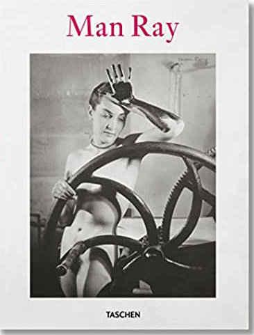 Man Ray, éditions Taschen, 2017, broché, couverture souple, 21x27,5 cm, 252 pages. La première de couverture reproduit la photographie Érotique voilée, 1933, et la quatrième Le Baiser, 1935.