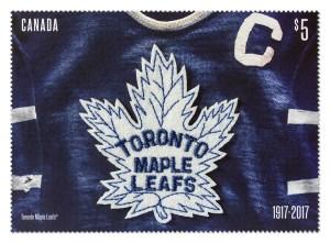 Le timbre commémoratif du 100e anniversaire des Maple Leafs à écusson en tissu.