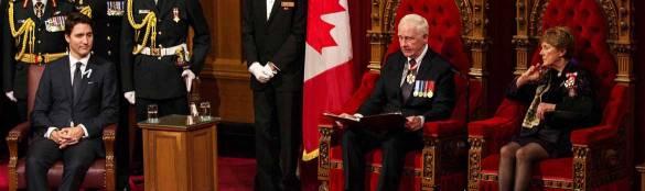 Le Premier ministre Justin Trudeau et le gouverneur général David Johnston (remplacé récemment par Julie Payette) lors de la lecture du  Discours du Trône en décembre 2015, peu après l'élection des Libéraux.