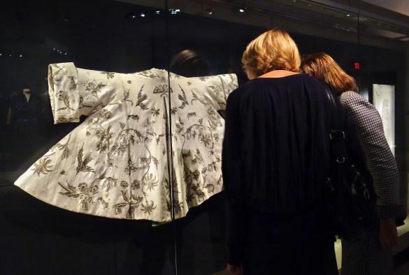 Des créations uniques de Christian Dior et des documents d'archives sur ce couturier influent au ROM. (Photos: Laurie Humbert)