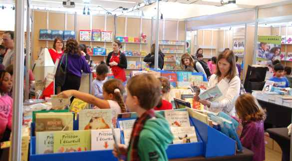 Magasinage des Fêtes au Salon du livre de Toronto.