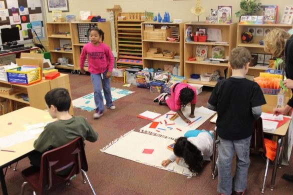 La pédagogie Montessori mise beaucoup sur l'expérience sensorielle, le travail manuel et l'esthétique.