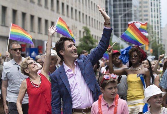 Justin Trudeau et Kathleen Wyne lors du défilé LGBT de Toronto en juin dernier.