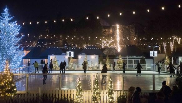 La patinoire synthétique de la Place de l'Ontario. (Photo: ministère du Tourisme)