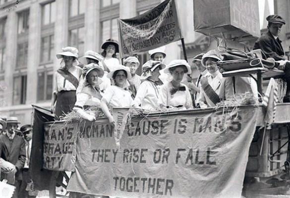 Suffragettes à Toronto.