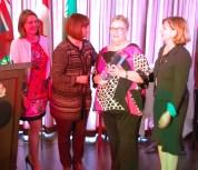 Estelle Duchon (de l'Entité 4, qui a présenté la candidature de Margaret Aerola), la ministre Marie-France Lalonde, Margaret Aerola, la ministre Nathalie Des Rosiers.