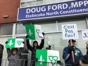 500 personnes à la porte du député d'Etobicoke Nord le samedi 1er décembre. Près de 15000 aux quatre coins de la province.
