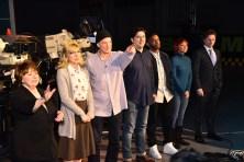 Les sept membres d'Air Farce sur le plateau de la revue de fin d'année 2018 à CBC: Luba Goy, Jessica Holmes, Don Ferguson, Graig Lauzon, Darryl Hinds, Isabel Kanaan, Chris Wilson.