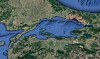 La mer de Marmara et ses détroits des Dardanelles à l'ouest, sur la mer Égée, et du Bosphore à l'est, sur la mer Noire.