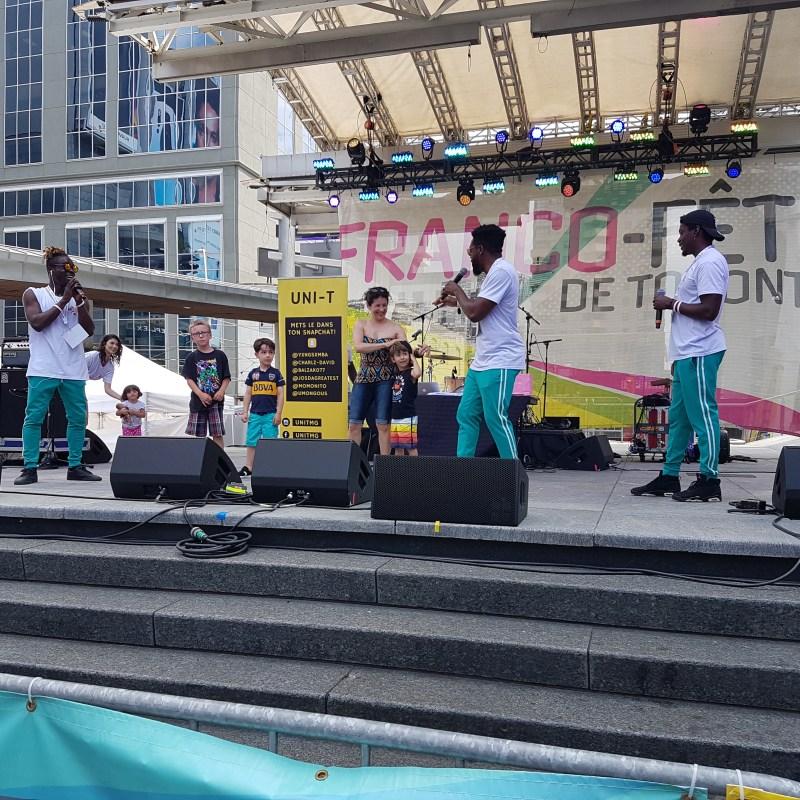 UNI-T rassemble ses bénévoles sur la scène