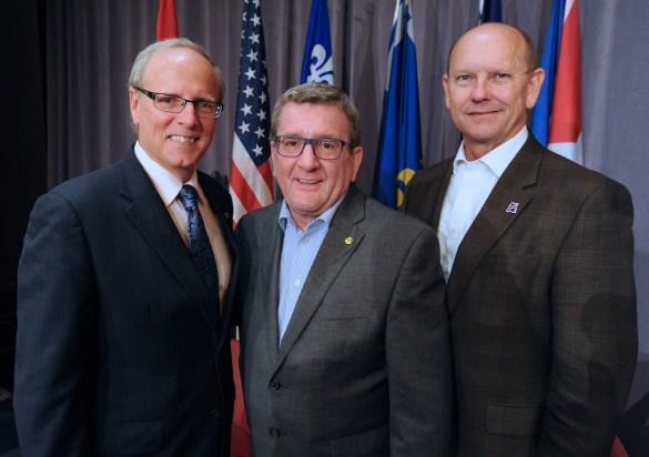 Les maires fondateurs du Réseau des villes francophones et francophiles d'Amérique: Joey Durel (Lafayette), Régis Labeaume (Québec) et George LeBlanc (Moncton)