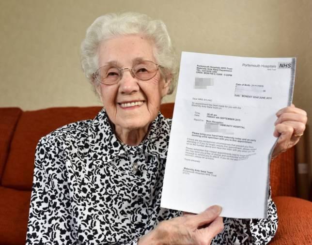 2À 99 ans, l'hôpital lui annonce qu'elle est enceinte !