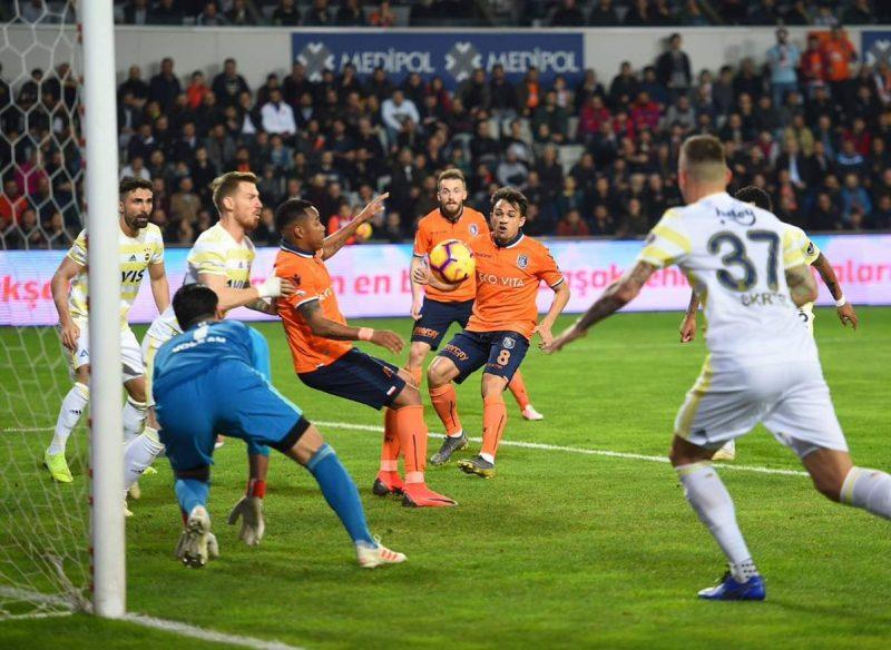Turquie Adébayor et l'Istanbul Basaksehir se rapprochent du titre