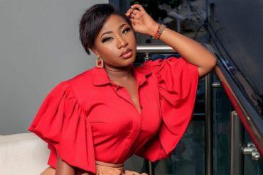 Carmen Sama : ''Même quand on choisit la prostitution comme métier, il faut être éduquée''; une internaute tacle l'ex compagne de DJ Arafat