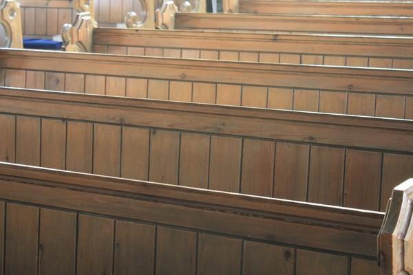 Afbeeldingsresultaat voor stock photo kerkbanken