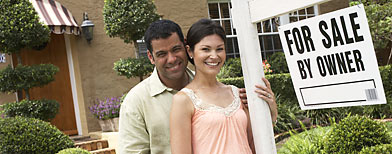 Couple in front of home (ThinkStock)