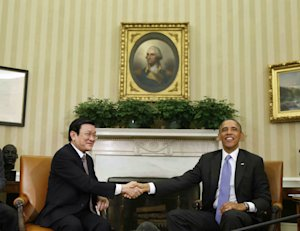 President Barack Obama shakes hands with Vietnam's …