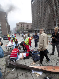 People are treated at the scene after an explosion in Oslo, Norway, Friday July 22, 2011. A loud explosion shattered windows Friday at the government headquarters in Oslo which includes the prime minister's office, injuring several people. Prime Minister Jens Stoltenberg is safe, government spokeswoman Camilla Ryste told The Associated Press. (AP PHOTO / Holm Morten, Scanpix) NORWAY OUT