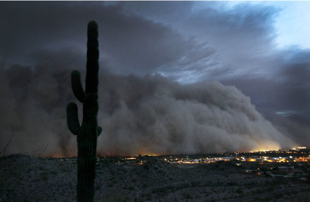A giant dust storm covers Phoenix, Ariz., Tuesday, July 5, 2011. (AP Photo/The Arizona Republic, Rob Schumacher)