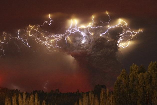 Photo prise le 05/06/2011 au-dessus du complexe volcanique de Puyehue-Cordon Caulle, au Chili. REUTERS/Ivan Alvarado