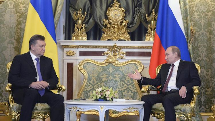 Russian President Vladimir Putin, right, and his Ukrainian counterpart Viktor Yanukovych talk during their meeting in Moscow on Tuesday, Dec. 17, 2013. (AP Photo/Alexander Nemenov, pool)