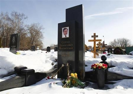 Flowers lie near the grave of lawyer Sergei Magnitsky in the Preobrazhensky cemetery in Moscow March 11, 2013. REUTERS/Mikhail Voskresensky