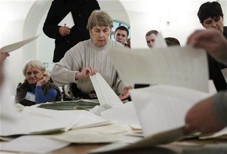 Members of a local electoral commission count ballots at a polling station after voting day in Kiev October 28, 2012. REUTERS/Gleb Garanich