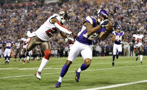 Martin, Buccaneers race past Vikings, 36-17