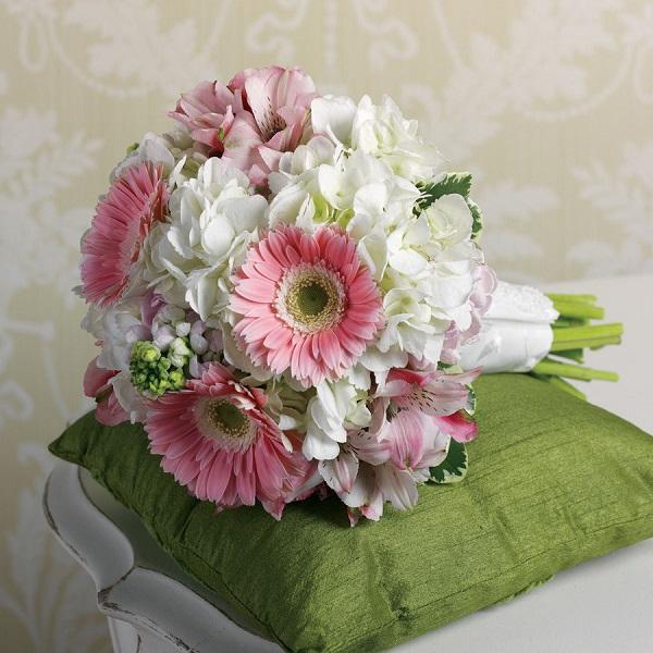 Альстромерий, букет невесты на свадьбу из хризантем и гербера