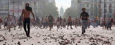 Disturbios en las calles en diciembre de 2001 / Foto: La Nación