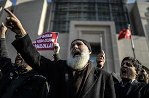 Turkish Muslims chant slogans in front of the Istanbul …