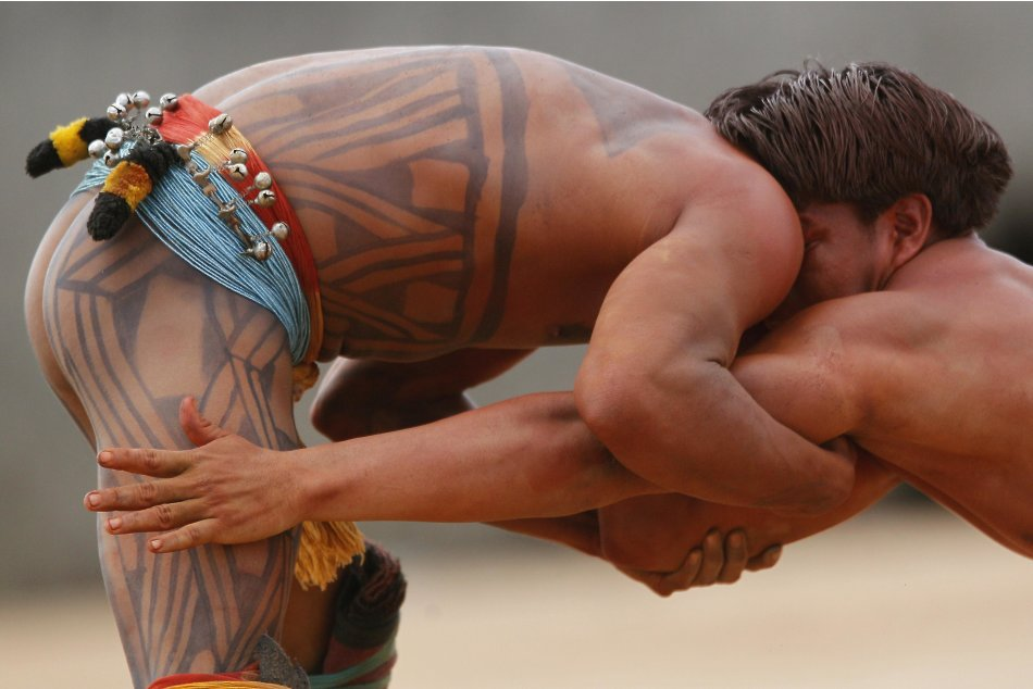 Yawalapiti men wrestle in …