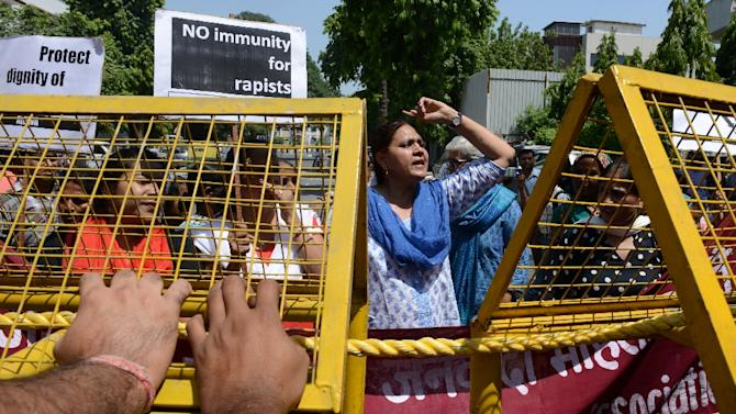 Indian women protest near the Saudi Arabian embassy in New Delhi on September 10, 2015 after the mission's first secretary was accused of holding captive and raping two Nepalese maids in his home
