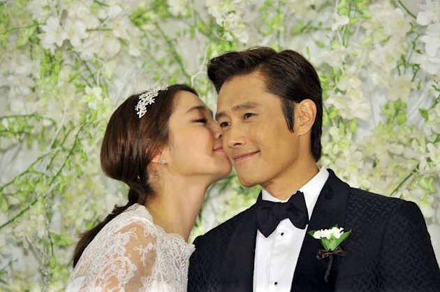 South Korean actor Lee Byung-Hun poses with Lee Min-Jung before their wedding in Seoul, on August 10, 2013