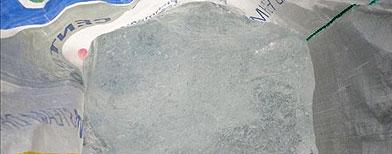 Fotografía cedida por la Fiscalia Regional de Aysen, que muestra un pedazo de hielo sustraído del glaciar Jorge Montt, a más del 2000 km al sur de Santiago, Chile / Foto: EFE