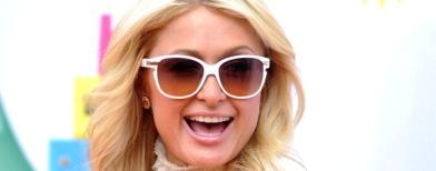 Paris Hilton dengan kacamata hitam (Jason Merritt/GettyImages)