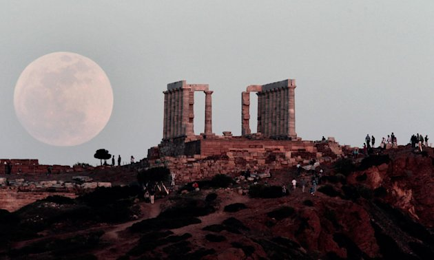 'Supermoon' lights up the …