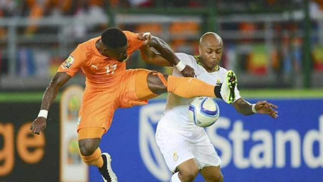 15BDGB. Bata (Equatorial Guinea), 08/02/2015.- Serge Aurier of Ivory Coast (L) and Andre Ayew of Ghana in action during the 2015 Africa Cup of Nations final soccer match between Ivory Coast and Ghana at the Bata Stadium in Bata, Equatorial Guinea, 08 February 2015. (República Guinea, Irlanda) EFE/EPA/BARRY ALDWORTH UK AND IRELAND OUT