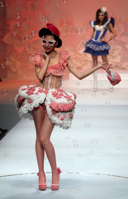 Models take to the catwalk at the Mao Gepin make-up styling show at the China Fashion Week in Beijing, China, Tuesday, Nov. 1, 2011. (AP Photo/Ng Han Guan)