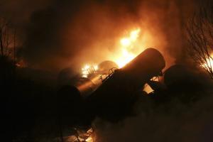 Train derailment, fire, forces West Virginia evacu…