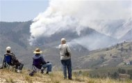 Local residents watch Colorado's High Park Fire, about 15 miles (24 km) northwest of Fort Collins June 11, 2012. REUTERS/Rick Wilking