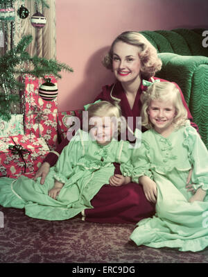old fashioned rocking chairs fold up chair with footrest 1950s pair of women sitting on living room sofa talking one wearing stock photo: 12667383 - alamy