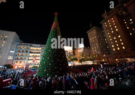 Crowd Watch The Macy S Christmas Tree Lighting Ceremony At Union & christmas tree lighting sf | Decoratingspecial.com azcodes.com