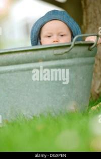 Baby Boy, 1 Jahr in Badewanne Stockfoto, Bild: 60471423 ...