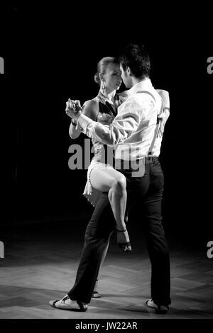 Les Plus Beaux Tangos Pour Danser : beaux, tangos, danser, Blanc, Couple, Effectuant, Cabaret, Salsa, Photo, Stock, Alamy
