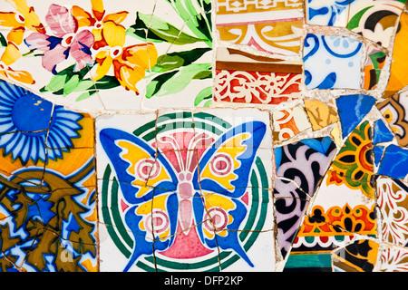 Dettagli del trencadis rotte mosaici nel Parco Gell Progettato da Antoni Gaudi Barcellona